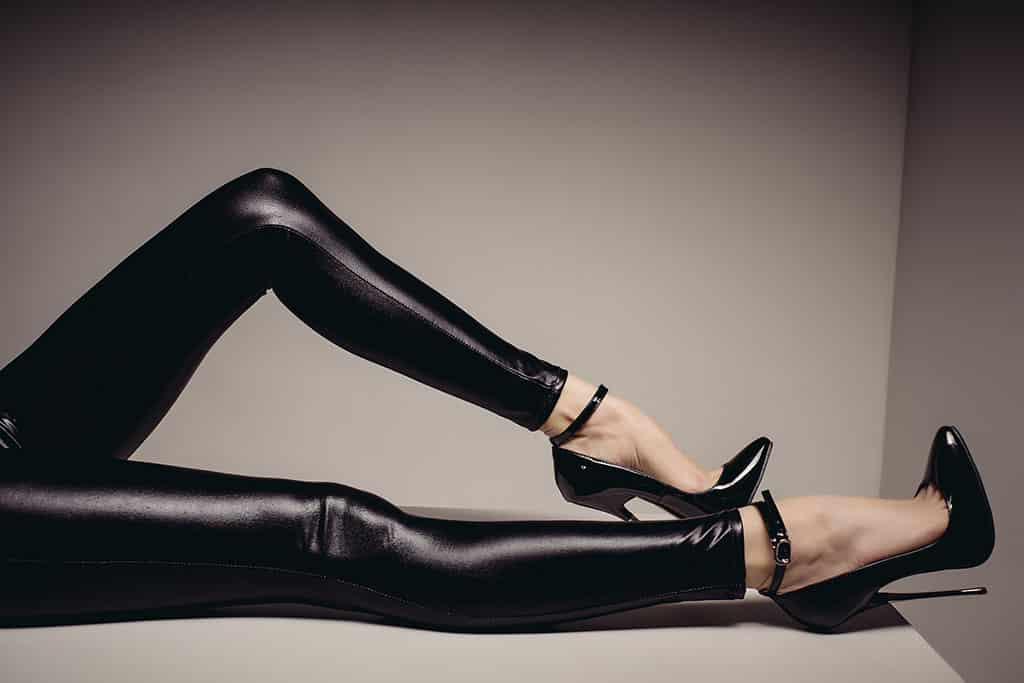 Bei einem Fussdate kannst du auch deinen Schuhfetisch ausleben