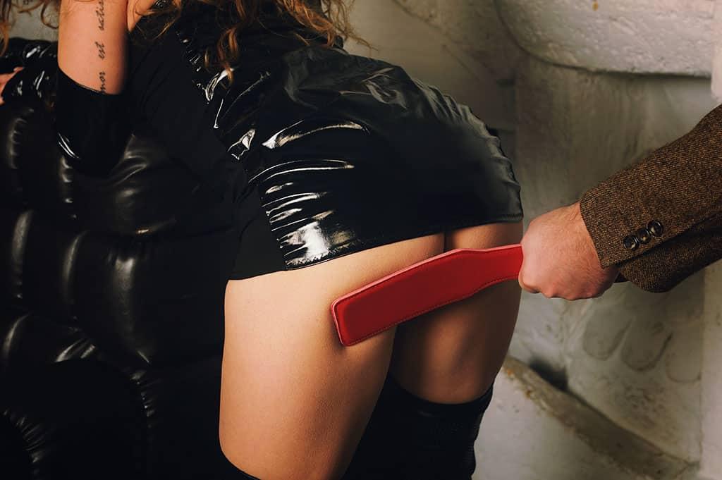 Spankingkontakte suchen nicht nur Schläge, sondern lassen sich beim Bondage auch gerne fesseln